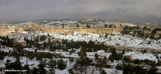 Jerusalem-Old-City-western-wall-with-snow